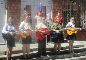 Митинг Памяти выступление гитаристов